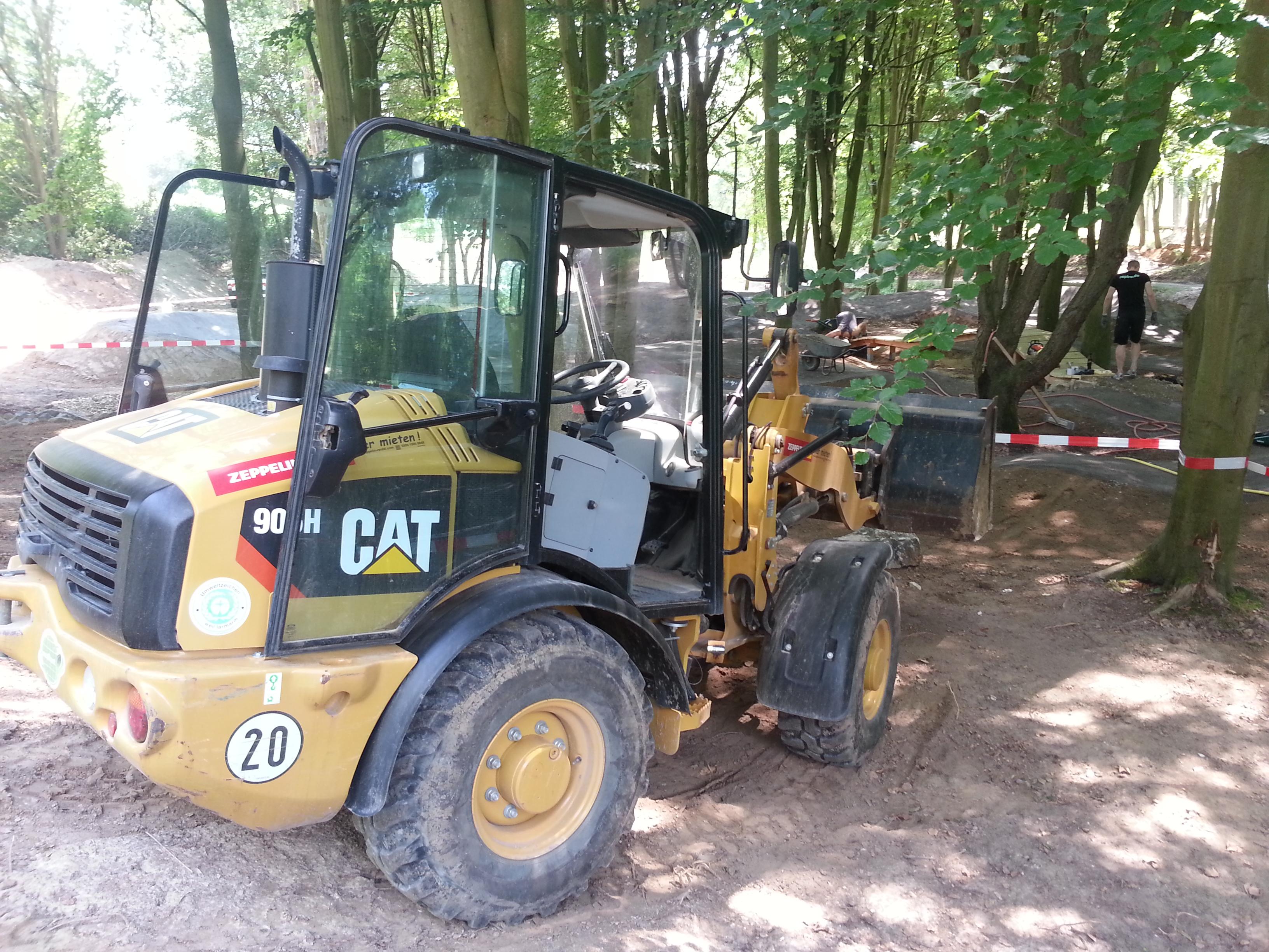 CAT-Radlader der Firma Zeppelin Rental beim Bau des Forest Pump